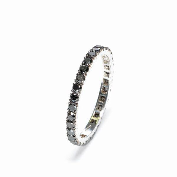 anello in oro bianco e diamanti neri taglio brillante